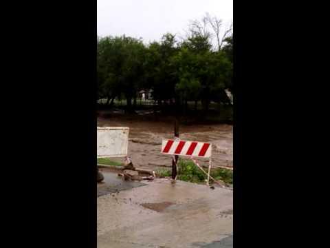 Imprudencia: vecinos  de Jesús María se aproximan a la orilla del río