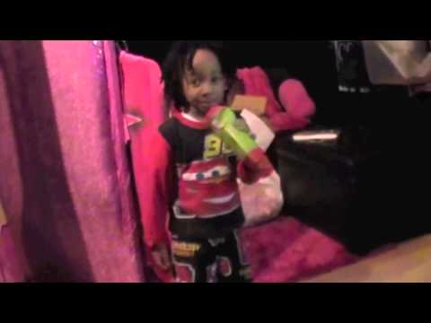 3 yr old singing Michael Jackson (I Want You Back)