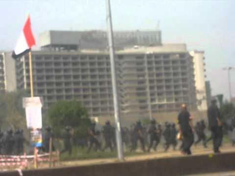 """بالفيديو.. قوات الأمن تخلى """"التحرير"""" من المعتصمين"""