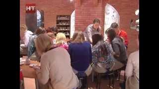 В начале наступившего года новгородцы и гости города смогли  поучаствовать в мастер-классе «Рождественский сувенир»
