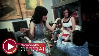 Download Lagu T2 - Malu Malu Dong (Official Music Video NAGASWARA) #music Mp3