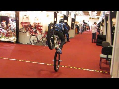 wheeling - Wheeling Bike na CYCLE FAIR 2014. O primeiro quadro protótipo para a modalidade ficou exposto no estande dos seus desenvolvedores, a Giosbr. Hudson Xavier, d...