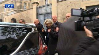 Video Marine Le Pen chahutée lors d'une visite surprise à Reims MP3, 3GP, MP4, WEBM, AVI, FLV Juni 2017