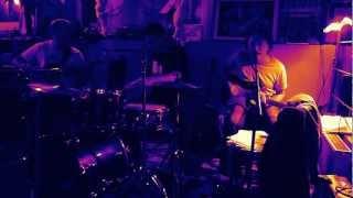 Video Štíhlá Koza hraje queen