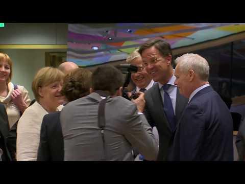 Ora News - Merkel Do tГ bisedojmГ nГ KГshillin e BE-sГ edhe pГr Гeljen e negociatave
