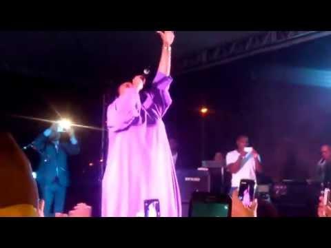 Elaine Martins em seu primeiro show em Cariacica na festa de aniversário do bairro Porto Novo