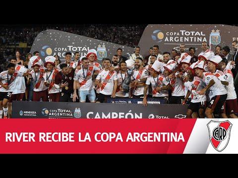 EXCLUSIVO - ¡La Copa Argentina en las manos del campeón!