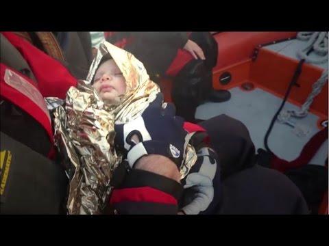 Λέσβος: Διασώθηκε μωρό από βάρκα που ανατράπηκε
