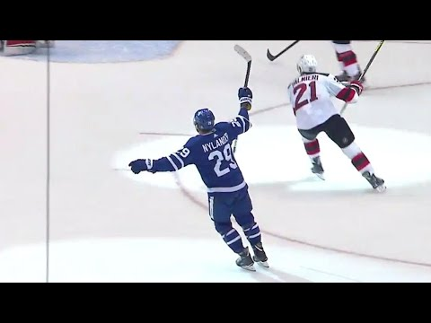 Video: Maple Leafs' Nylander scores in overtime thanks to a lucky bounce off Devils' Palmieri