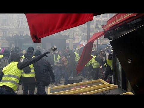 «Πεδίο μάχης» το κέντρο του Παρισιού