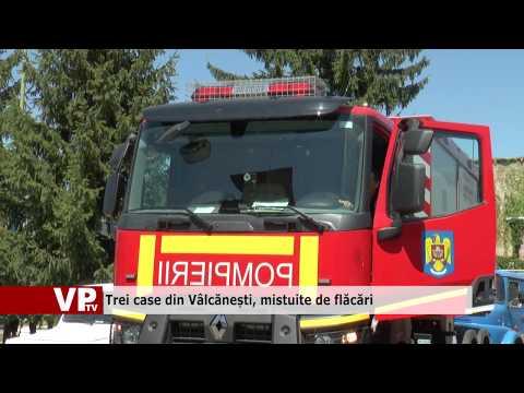 Trei case din Vâlcănești, mistuite de flăcări