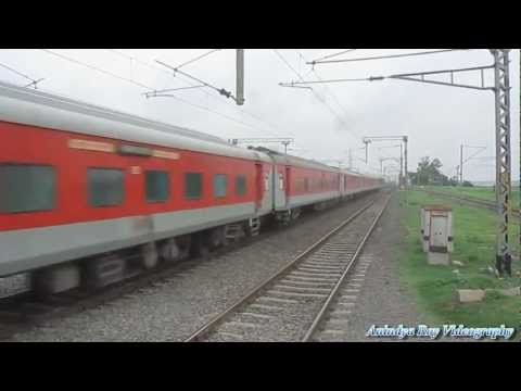 Howrah Rajdhani - Rajdhani duo sets the track on fire at Chandanpur in HWH BWN Chord section of ER.