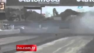 Porto Riko'da düzenlenen bir araba yarışında yaşanan feci kaza kameralara böyle yansıdı. http://www.netgazete.com/video/598637.html