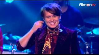Take That - Hey Boy (live) + slip&slide and chair competitions (TFI Friday)