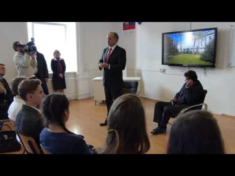 Prezident Andrej Kiska navštívil popradské Gymnázium na Kukučínovej ulici