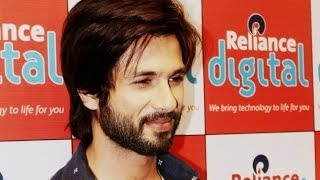 Shahid Kapoor promoting 'R...Rajkumar' in Ahmedabad