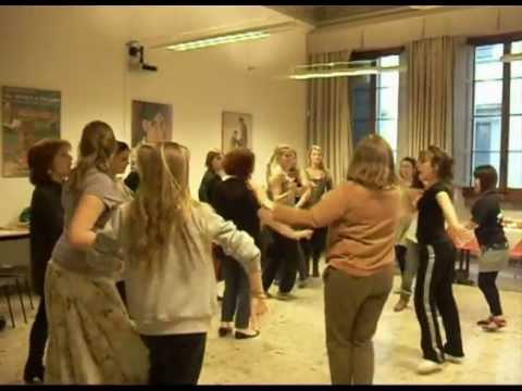 Lezione di Salsa alla scuola di italiano per stranieri Leonardo da Vinci