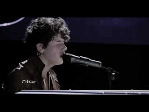 Nick Jonas - A little bit longer (Live 3D Concert Experience)