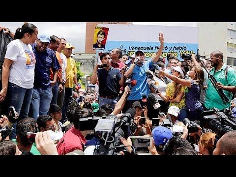 Βενεζουέλα: Διαδηλώσεις η αντιπολίτευση-στρατιωτικές ασκήσεις ο Μαδούρο