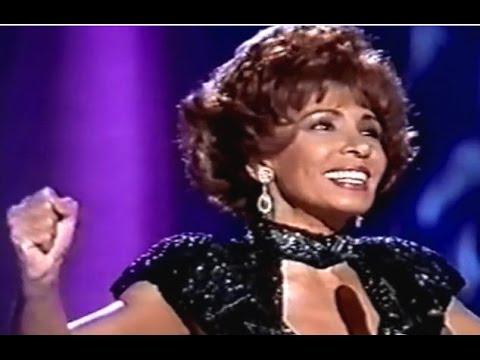 Tekst piosenki Shirley Bassey - Try A Little Tenderness po polsku
