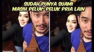 """Video Baru saja menikah, Syahrini kedapatan Peluk """"Pria Lain"""" MP3, 3GP, MP4, WEBM, AVI, FLV Mei 2019"""