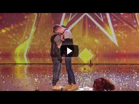 Video Estos 2 Niños Dejaron A Todo El Publico En Shock Con Poderoso Mensaje. Te Tocarán El Alma download in MP3, 3GP, MP4, WEBM, AVI, FLV January 2017
