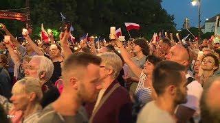 """Wczoraj na ulicach całej Polski protestowano w obronie sądów. """"Żądamy weta!"""" skandowano w Krakowie. SUBSKRYBUJ..."""
