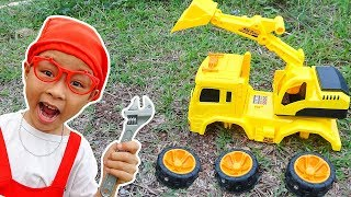 Video Construction Vehicles Toys Assembly for kids with Excavator, Dump Truck & Crane Truck by Dave Mario MP3, 3GP, MP4, WEBM, AVI, FLV April 2019