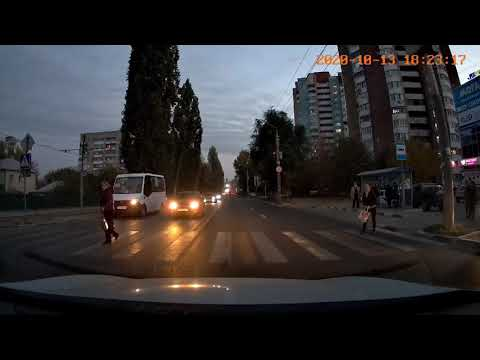 В Саратове девушка-пешеход чудом увернулась от несущейся машины