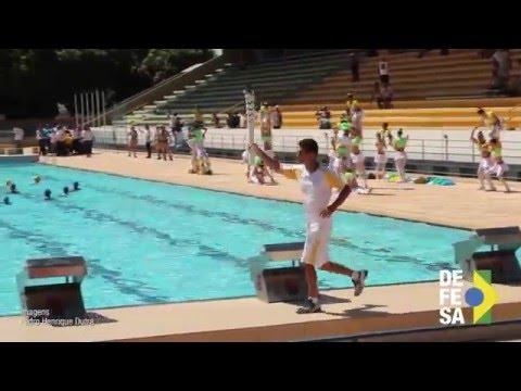 Hugo Parisi carrega a Tocha Olímpica em Brasília
