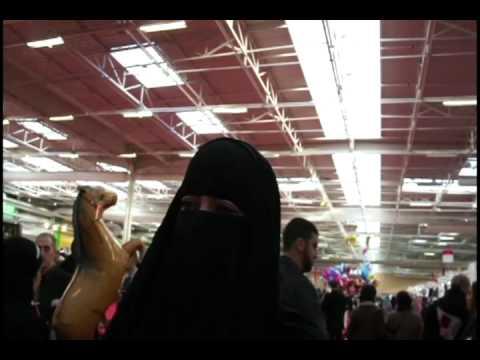 Vid o marrante une belph gor motive au salon du monde musulman du bourget riposte la que - Salon du musulman bourget ...
