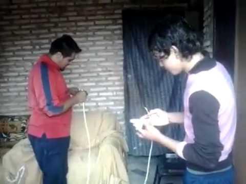 手機漏電電到男人重要部位,最後靠這華麗的招式拯救小雞雞!