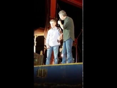 WATCH: Randy Travis Surprise Fans On Stage with Blake Shelton