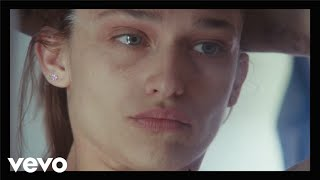 Alex Cameron - Stranger's Kiss (Duet with Angel Olsen) (Official Video)