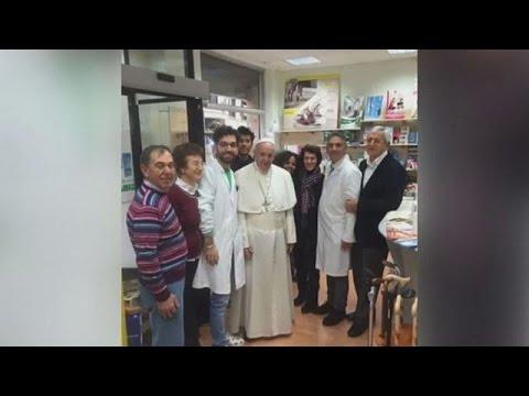 Ο Πάπας Φραγκίσκος πάει για ψώνια