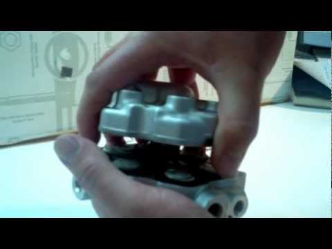 Repair the Mercedes Fuel Distributor — how to properly separate two halves of distributor. Part 2
