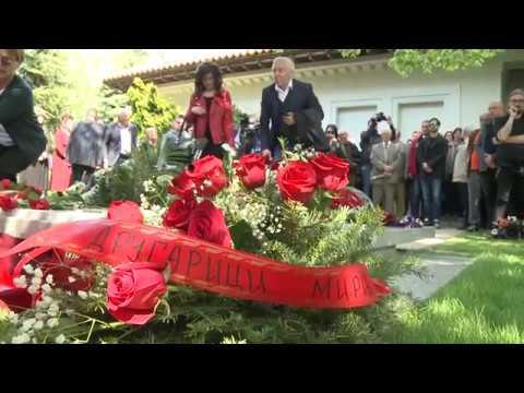 Mira Marković sahranjena pod lipom uz supruga Slobodana Miloševića