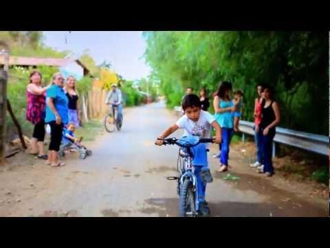 natural - Single del disco Teorema. Sello: Independiente. Productor musical: Charlie Checkz. Direccion: Jose Luis Canales - Furgoneta Films. Web: http://www.movimiento...