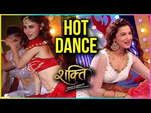 Mouni Roy & Gauahar Khan Dance Performance During