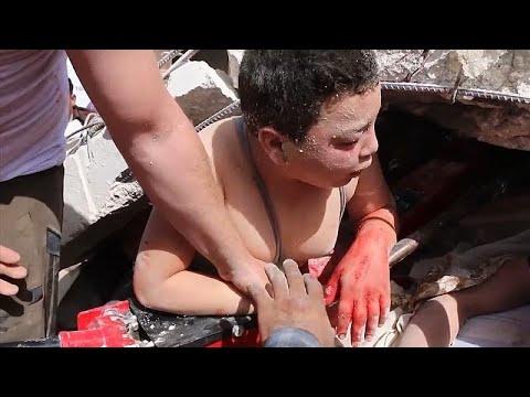 Συριά: Διασώστες απεγκλώβισαν παιδί από συντρίμμια