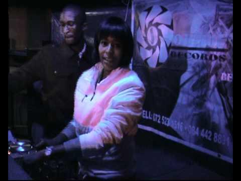 DJ WARONA – SOUTH AFRICA'S PRINCESS OF HOUSE MUSIC (FEMALE DJ)