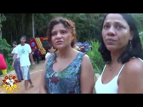 Parentes choram pelas vítimas da Cachoeira da Morte