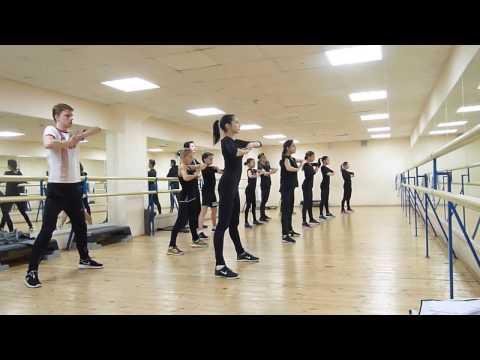 На занятии по хореографии (модерн). \Хрустальный\ - DomaVideo.Ru