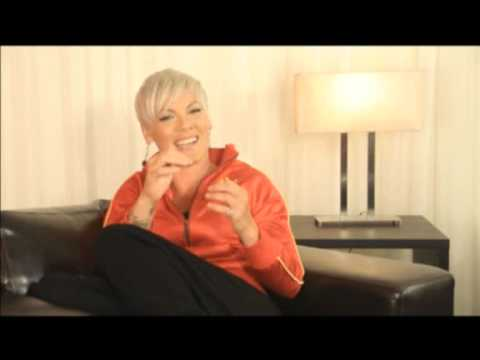 Pink, Live In Australia - Behind The Scenes (Part 3/4)