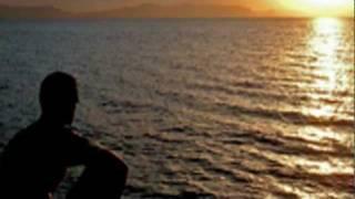 """Disco """"Cuestión de honor"""" (1994) Sentado en la playa mirando el atardecer, todo es tan distinto, no se bien que hacer El sol se..."""