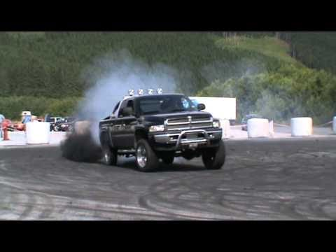 Dodge ram 2500 cummins drifting