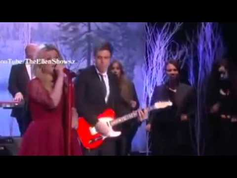 Kelly Clarkson Performs 'Underneath the Christmas Tree' on Ellen Show