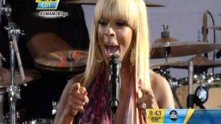 Mary J Blige sings Living Proof