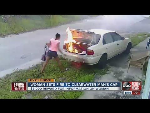 這位19歲的女孩放火燒前男友的車「全被監視器拍下來」,沒想到前男友卻在心裡偷笑她有夠蠢…