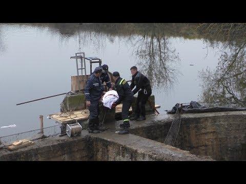 Спасатели достали тело дайвера из-под плотины в селе Кодня Житомирского района